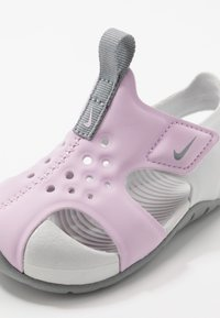 Nike Performance - SUNRAY PROTECT - Zapatillas acuáticas - iced lilac/particle grey/photon dust - 2