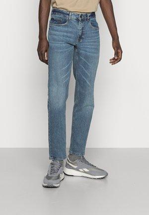 ARIS VINTAGE - Straight leg jeans - mid blue