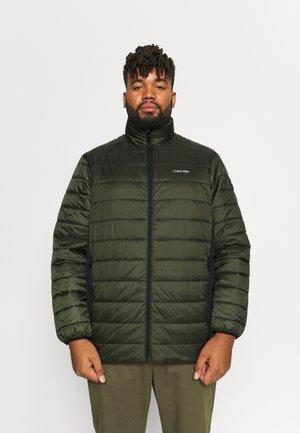 ESSENTIAL SIDE LOGO JACKET - Light jacket - dark olive