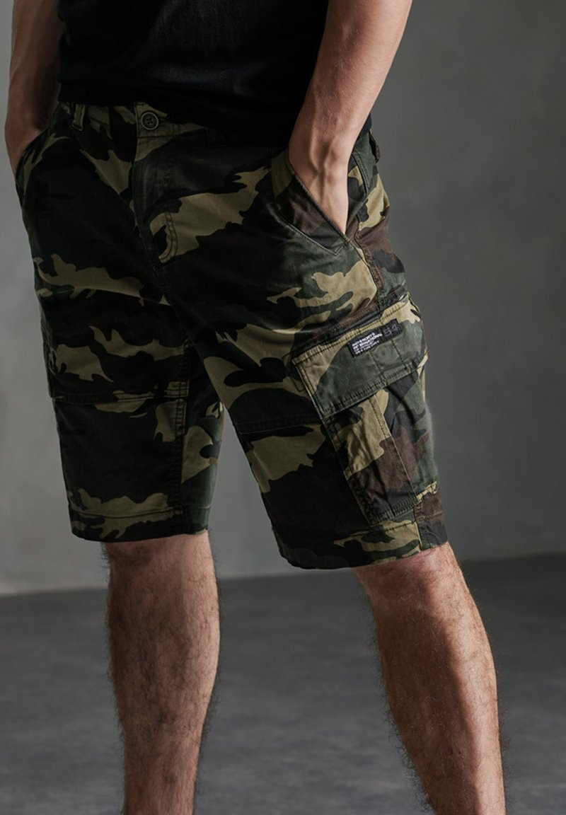 Superdry - Shorts - army camo