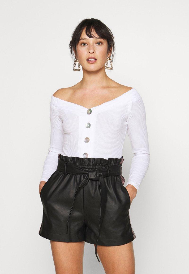 Glamorous Petite - BARDOT BUTTON BODY - Long sleeved top - white