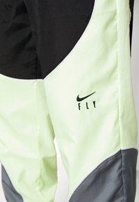 Nike Performance - FLY PANT - Träningsbyxor - smoke grey/black/barely volt - 4