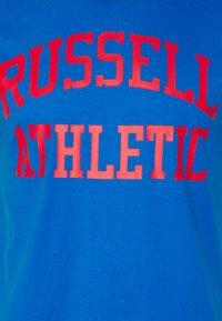 Russell Athletic Eagle R - ARCH LOGO CREWNECK TEE UNISEX - Print T-shirt - victoria blue - 2
