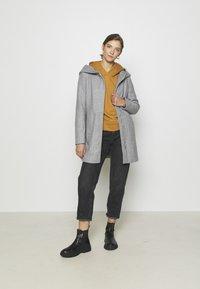 Vero Moda - VMDAFNEDORA - Zimní kabát - light grey melange - 1