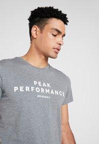 Peak Performance - TEE - Print T-shirt - grey melange - 4