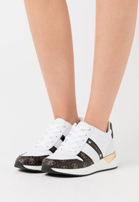 Guess - RAVYN - Sneakers basse - white - 0