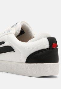 Genesis - G-HELÁ UNISEX - Sneakers basse - white/black - 6