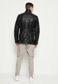 Be Edgy - GARRET - Krátký kabát - black - 2