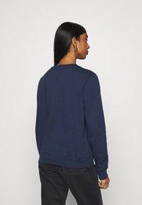 Tommy Jeans - REGULAR TWISTED LOGO CREW - Sweatshirt - twilight navy - 2