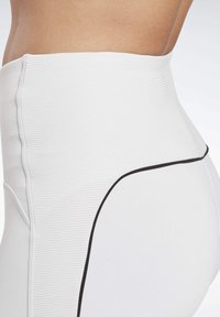 Reebok - STUDIO BIKE HIGH-INTENSITY SHORTS - Shorts - white - 4