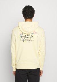 Hollister Co. - FLORAL SCRIPT UNISEX - Sweatshirt - yellow - 2