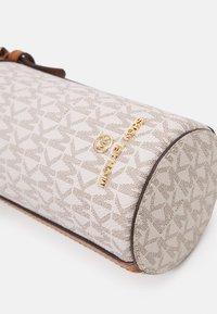 MICHAEL Michael Kors - TRAVEL ACCESSORIES BOTTLE HOLDER - Across body bag - vanilla - 3