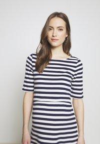 Anna Field MAMA - Jersey dress - white/dark blue - 4