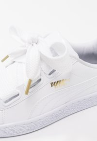 Puma - BASKET HEART PATENT - Sneakers - white - 6
