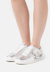 MOA - Master of Arts - FLIPS - Sneakers basse - silver - 0