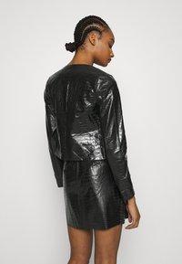 Who What Wear - VEGAN CROC COLLARLESS JACKET - Faux leather jacket - black - 2