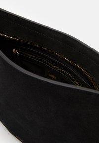 CLOSED - DAPHNE SHOULDER - Handbag - black - 3