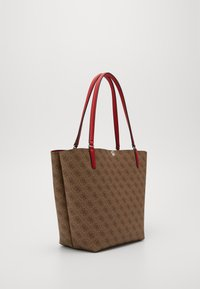 Guess - ALBY TOGGLE TOTE SET - Tote bag - brown/cherry - 7