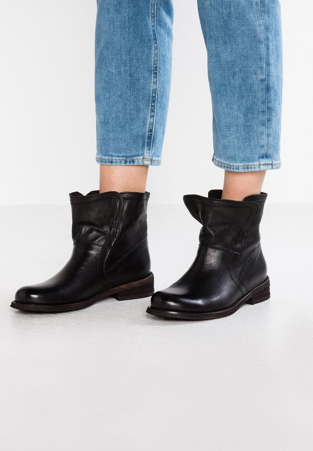 GREDO - Classic ankle boots - vintage black
