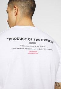 Hoodrich - FLEX  - Print T-shirt - white/black - 3