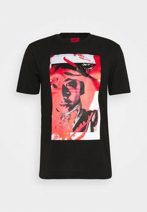 DANGUR  - T-shirt con stampa - black