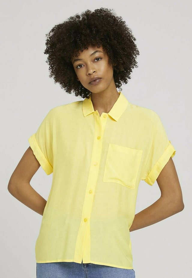 EASY FIT - Chemisier - mellow yellow