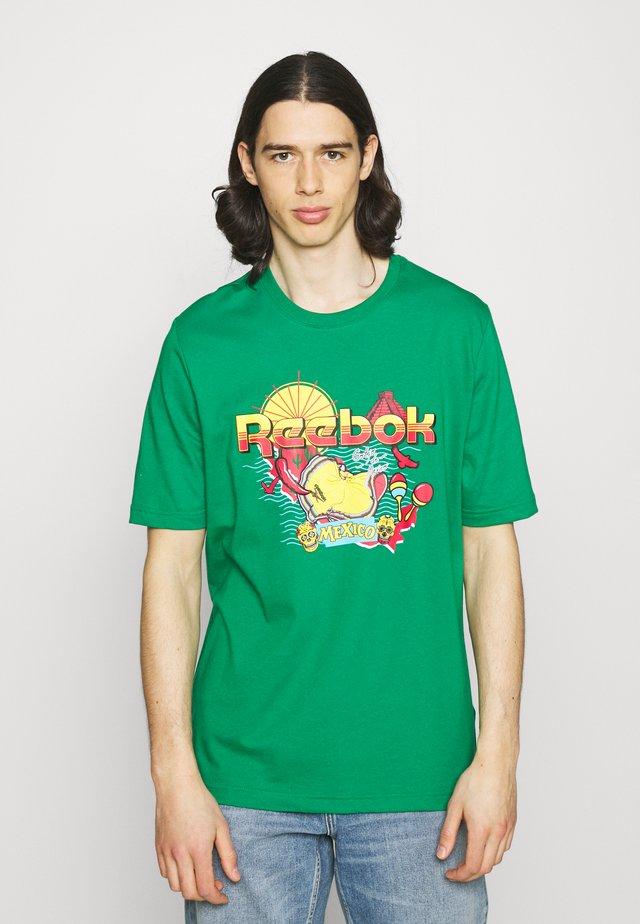 SOUVENIR TEE - Camiseta estampada - basil green