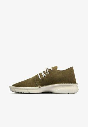 Sneakers laag - olive suede