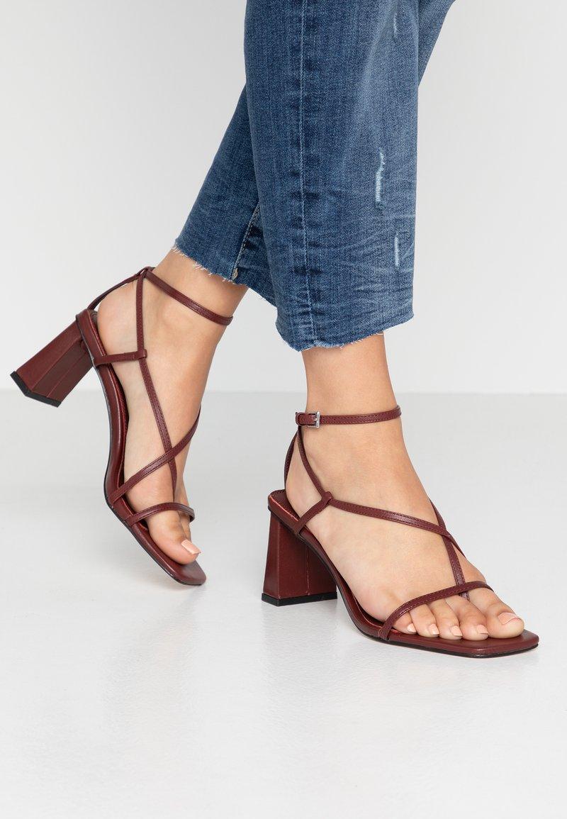 Topshop - NICO HEEL - Sandalias de dedo - burgundy