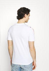 adidas Originals - STRIPE UNISEX - T-shirt imprimé - white/multicolor - 2