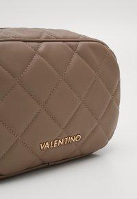 Valentino by Mario Valentino - OCARINA - Toalettmappe - taupe - 4