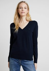 Tommy Hilfiger - HERITAGE V NECK  - Sweter - midnight - 0