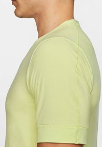 Nike Performance - SHORT SLEEVE - Basic T-shirt - limette - 1