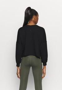 Nike Performance - OFF MAT - Sweatshirt - black/smoke grey - 2