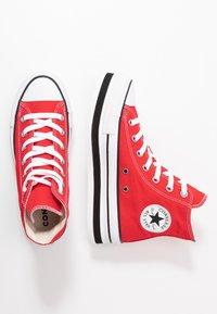 Converse - CHUCK TAYLOR ALL STAR LAYER BOTTOM - Høye joggesko - university red/white/black - 3