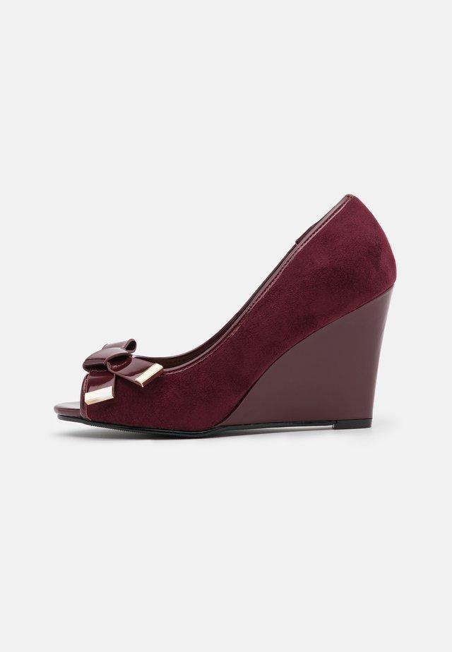 CASSIDY - Peeptoe heels - berry