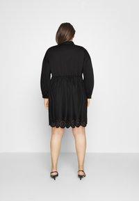 Glamorous Curve - SCALLOP HEM MINI DRESS - Košilové šaty - black - 2