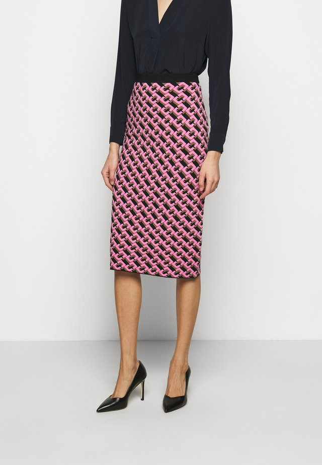 AISHA - Pencil skirt - guaiava multi