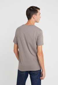 Club Monaco - WILLIAMS - T-shirt - bas - fossil beige - 2