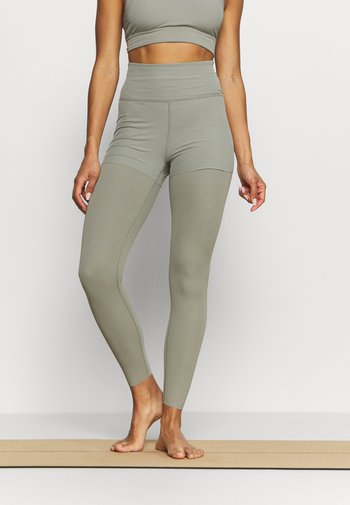LUXE LAYERED 7/8 - Leggings - light army/stone