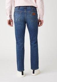 Wrangler - GREENSBORO - Straight leg jeans - dirty green - 2