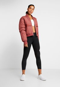 Under Armour - RUSH EMBOSSED SHINE GRAPHIC CROP - Legginsy - black/hushed pink - 1