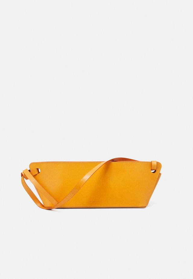 RAMONA BAG - Borsa a mano - leather orange