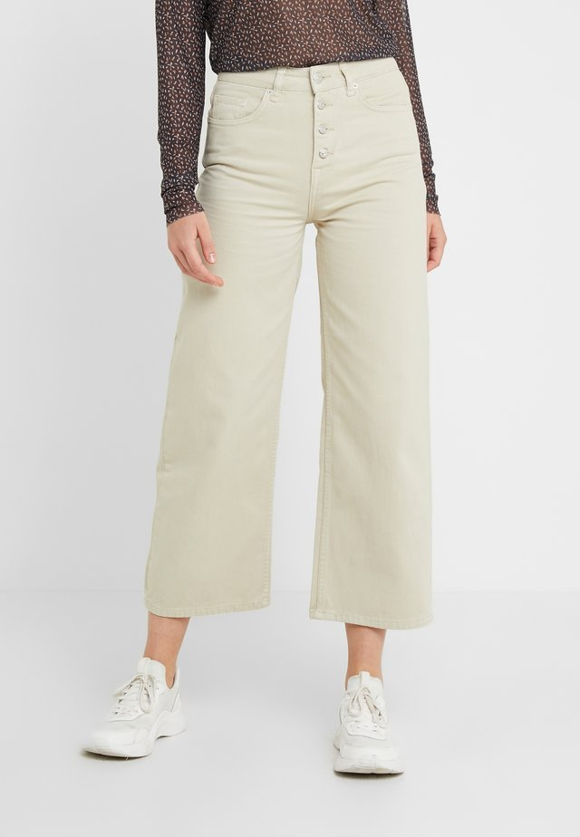 ALIA CLEAN PANTS - Flared Jeans - moss gray