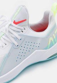 Nike Performance - AIR MAX BELLA TR 3 - Sports shoes - white/bright crimson/pure platinum - 5
