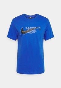 Nike Sportswear - COURT TEE - T-shirt med print - game royal - 3