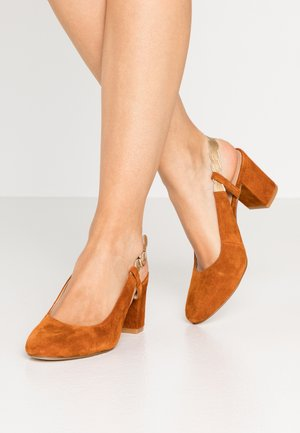 LEATHER CLASSIC HEELS - Classic heels - light brown