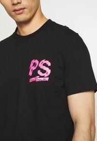 PS Paul Smith - MENS REGULAR FIT LOGO - Triko spotiskem - black - 4