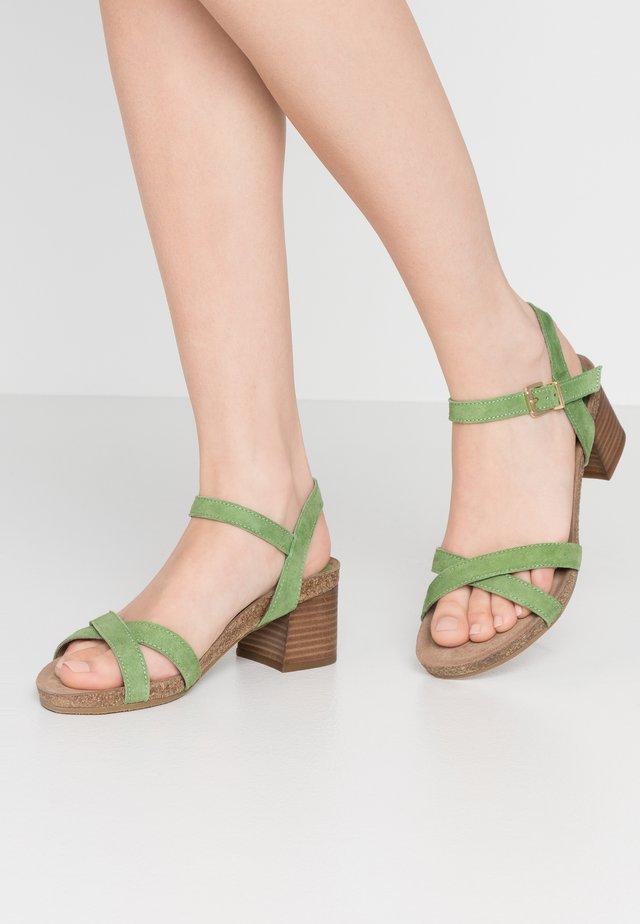 Sandaalit nilkkaremmillä - sage green