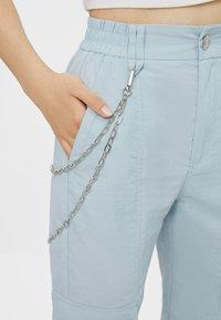 Bershka - MIT KETTE - Trousers - light blue - 3